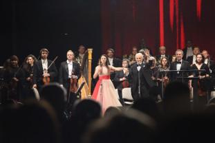 """Mii de orădeni l-au ovaţionat pe José Carreras - """"Amigos para siempre"""""""