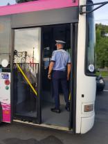 Poliţiştii au verificat mijloacele de transport în comun - Amendaţi pentru că nu purtau mască