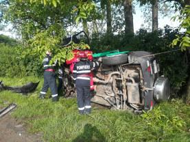 Accident grav lângă Sălard - Femeie scoasă de pompieri dintre fiarele unei mașini