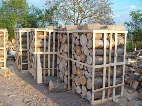 """Sute de metri cubi de buşteni fără acte de provenineţă, confiscate - Comerţ """"negru"""" cu lemne"""