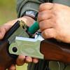Doi bărbaţi au fost împuşcaţi, în timp ce vânau ilegal, de un alt braconier - Braconieri după gratii