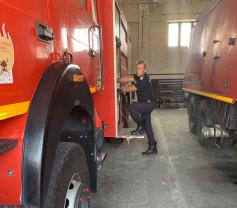 Un pompier orădean a sărit în ajutorul unui şofer încarcerat - Salvator şi în timpul liber
