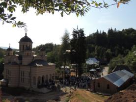 Mii de pelerini la Mănăstirea Izbuc