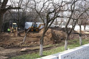 Bisericuța de lemn de lângă Spitalul Municipal a fost demontată - Slujbe oficiate în cort
