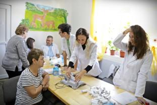 """Testări gratuite pentru depistarea cancerului de sân - Caravana """"Nu am făcut destul"""" ajunge în Bihor"""