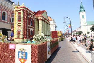 O ediţie aniversară, cu şase care alegorice din 18, în Oradea - Carnavalul Florilor