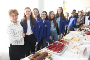 """Liceul """"Aurel Lazăr"""" - Cea mai dulce zi din an"""