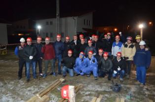 20 de persoane din 10 ţări au ajutat la ridicarea unei locuinţe, noaptea - Acţiune inedită de voluntariat la Oradea