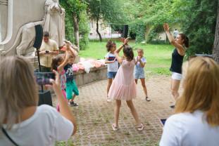 Sâmbătă, 24 iulie - În parc, pe ritm de dans