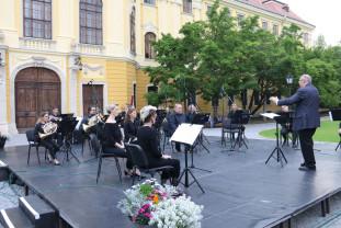 În curtea Basilicii Romano-Catolice - Spectacol de muzică clasică în aer liber