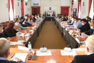 """Şedinţa Consiliului Judeţean Bihor - """"Problema"""" primarilor UDMR"""