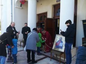 Rugăciuni speciale și măsuri stricte de protecție - Credincioși puțini în biserici