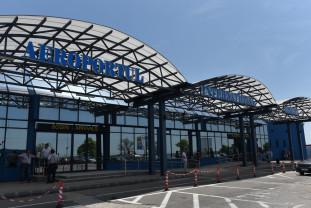 Scandalul de la Aeroportul Oradea. Se cere revocarea CA - Demisia lui Pasztor!