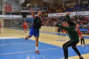 CSM Oradea - HC Arad 45-28 - Handbaliştii continuă parcursul perfect