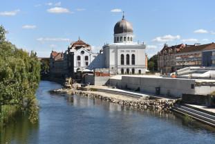 Se lucrează intens pe tronsonul dintre Sinagogă și Podul Ladislau - Amenajarea malului stâng al Crișului Repede