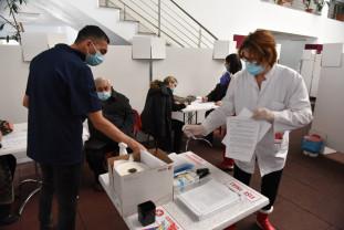 """""""Nu s-au înregistrat până în prezent efecte adverse notabile"""" - Vaccinare """"domoală"""" în Bihor"""