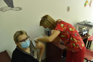 De mâine, 28 septembrie, în judeţul Bihor - Începe administarea dozei a treia de vaccin