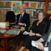 """C.N. """"Emanuil Gojdu"""", onorat de foştii elevi - Au donat volume pentru biblioteca şcolii"""