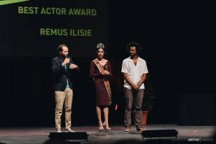 Eveniment dedicat artiștilor vizuali surzi - Remus Ilisie, la Festivalul Clin d'Oeil din Reims