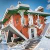 Din Bihor, în landul Tirol (V). Lumea cristalelor Swarovski - Casa cu susul în jos
