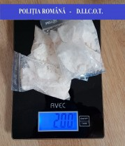 Traficanţi de droguri surprinşi în flagrant delict