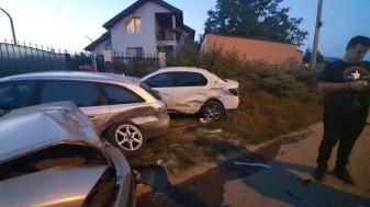 Din fericire, nimeni nu se afla în fața casei unde s-a produs coliziunea - Un șofer a intrat în două mașini parcate