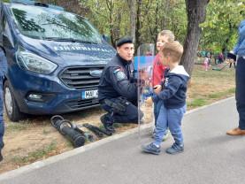 Pompierii și jandarmii bihoreni alături de copii - Bucurie în Mișcare