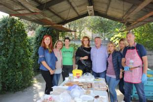 Grătare, prăjituri şi răcoritoare - Ziua persoanelor fără adăpost