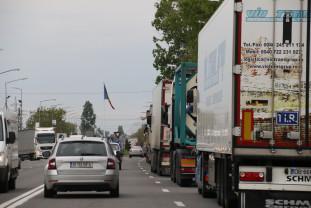 O defecţiune a sistemului informatic a dus la cozi kilometrice - Trafic întrerupt la graniţa cu Ungaria