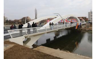 Podul Centenarului, unic în România, inaugurat la Oradea - Construcția finanțată din fonduri UE, realizată în doar un an