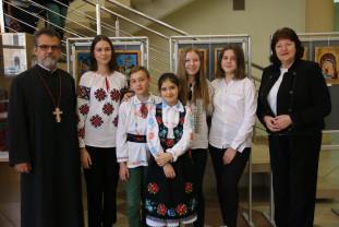 """Expoziţie de icoane la Biblioteca Judeţeană - """"Te Slăvim Doamne"""""""