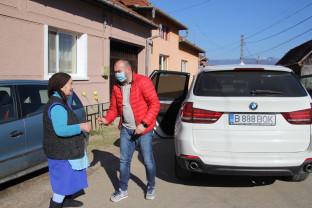 """Șuștiu, comuna Lunca. 8 Martie - """"Voi dărui o floare..."""