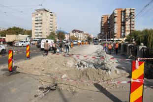 Lucrările la Podul Dacia - Se circulă pe o singură bandă
