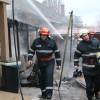 Incendiu pe strada Ady Endre - Pompierii au salvat un câine aflat în interior clădirii cuprinse de foc