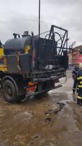 Incendiu în Băile Felix - Un autocamion care transporta emulsie de bitum a luat foc