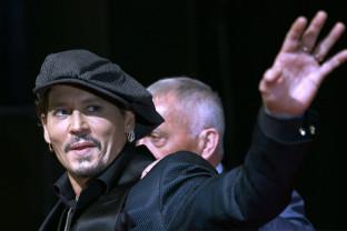 """Johnny Depp a ajuns la o înţelegere pentru evitarea unui proces - Actorul va încasa """"milioane de dolari"""""""