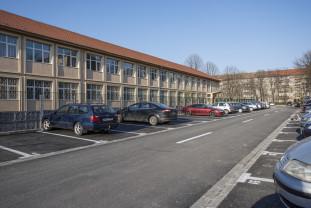 """În spatele Școlii """"Dimitrie Cantemir"""" - Aproape 150 de locuri de parcare"""