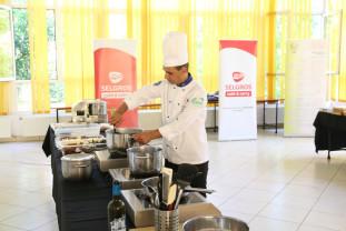 """Colegiul Tehnic """"Mihai Viteazul"""" - Elevii au învățat cum să gătească"""