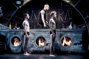 De la legenda Argonauţilor la vulnerabilitatea masculină - Medea's Boys, un spectacol inedit în FITO