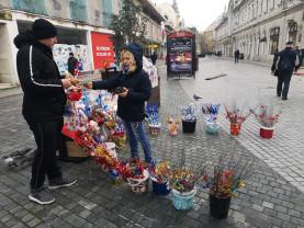Au apărut nuielușele de Moș Nicolae - Sărbătorile de Iarnă bat la geam