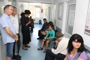 Oamenii se îmbolnăvesc de nervi pe holurile spitalelor şi ale policlinicilor - Sistemul pedeapsă