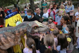 Veselie și culoare în Parcul Libertății din Oradea - A fost inaugurat Orășelul de hârtie