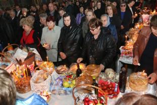 Ortodocşii şi greco-catolicii - Au sărbătorit duminică Paştele Morţilor