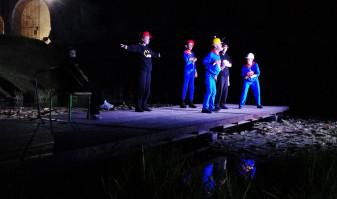 Aplauze la scenă deschisă pentru actorii Trupei Arcadia - Prima premieră a stagiunii