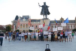 """""""Dreptate, ochii plânşi vor să te vadă"""" - Protest la Oradea"""