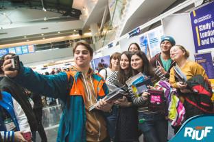 Elevii și studenții din Bihor - Informaţii despre studii în străinătate, on-line