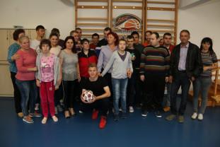 Zi specială pentru fotbalistul Claudiu Petrila - În vizită la Asociația SOS Autism Bihor