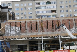 Autorizația de construcție s-a emis cu condiția păstrării acestuia - Mozaicul Trei Arbori, aproape complet eliminat