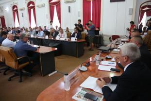 Comisia de agricultură a Camerei Deputaţilor s-a întrunit la Oradea - Lizierele, cadou la primării