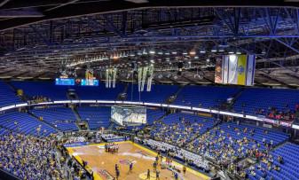 Baschetbaliștii orădeni vor juca într-o sală legendară - Spectatori în tribune la Turneul Final al Europe Cup